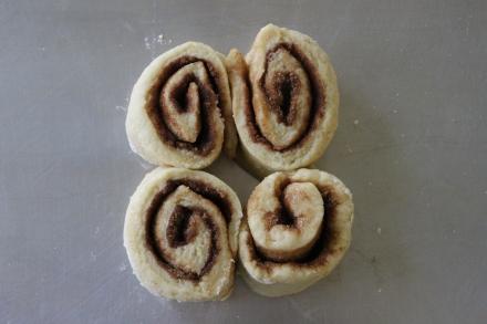 Breakfast cinnamon buns 010